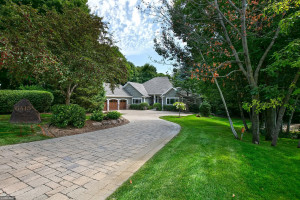 6415 Thornberry Curve, Excelsior, MN 55331