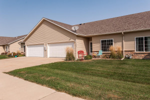 5157 Weatherstone Drive NW, Rochester, MN 55901