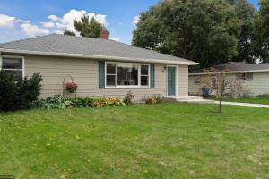 1384 Sandhurst Drive W, Roseville, MN 55113