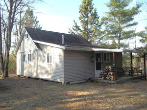 W14058 Northern Ln., Crivitz, WI 54114
