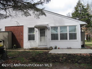 207 Laurel Place C, Whiting, NJ 08759