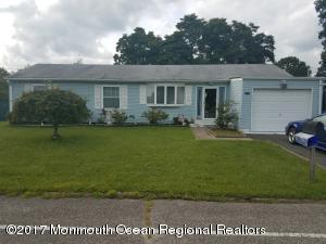 1136 Pacific Avenue, Beachwood, NJ 08722