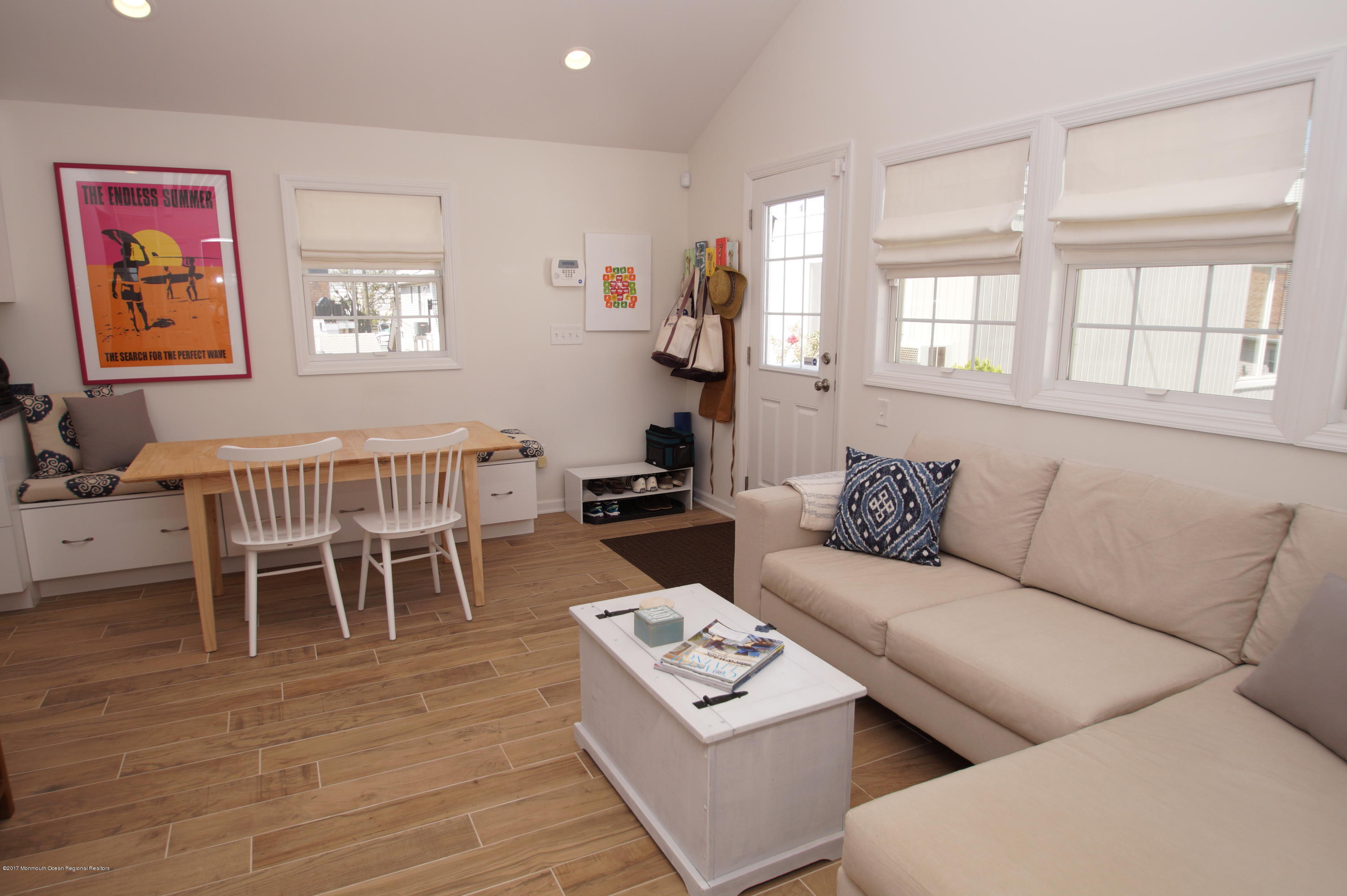 118 W Kingfisher Way - Picture 2