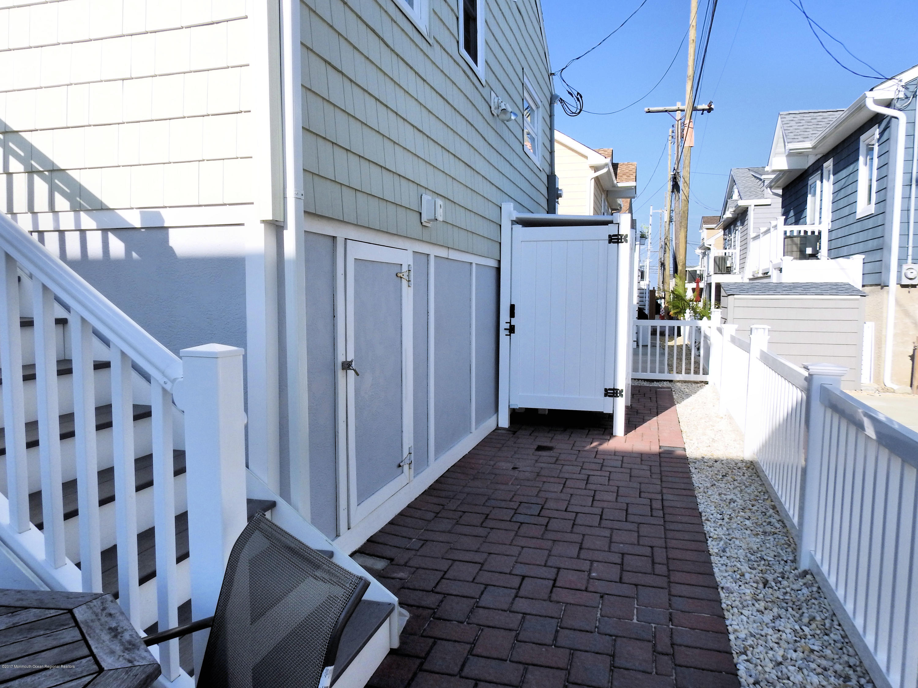 112 W Tide Way - Picture 14