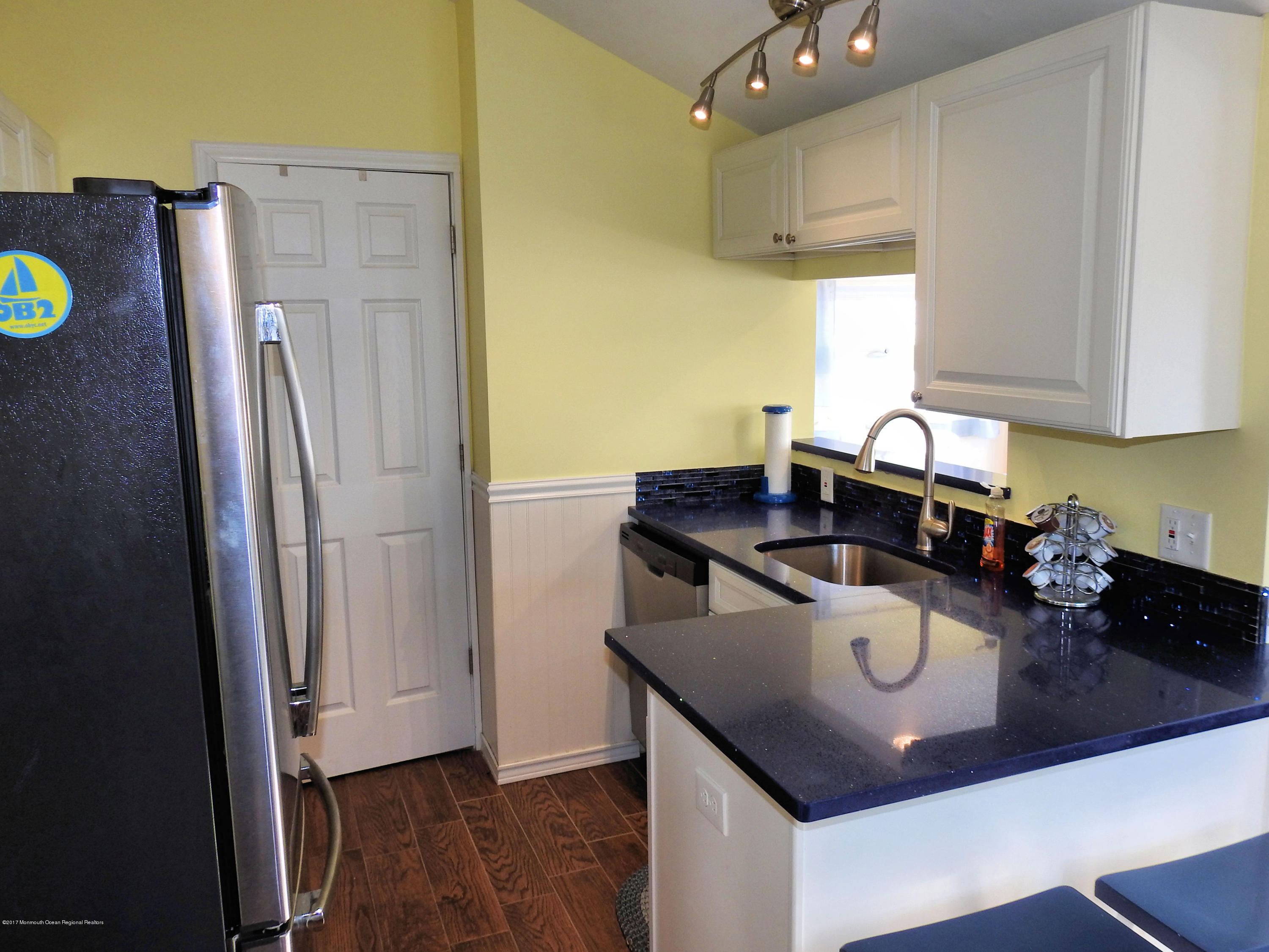 112 W Tide Way - Picture 5