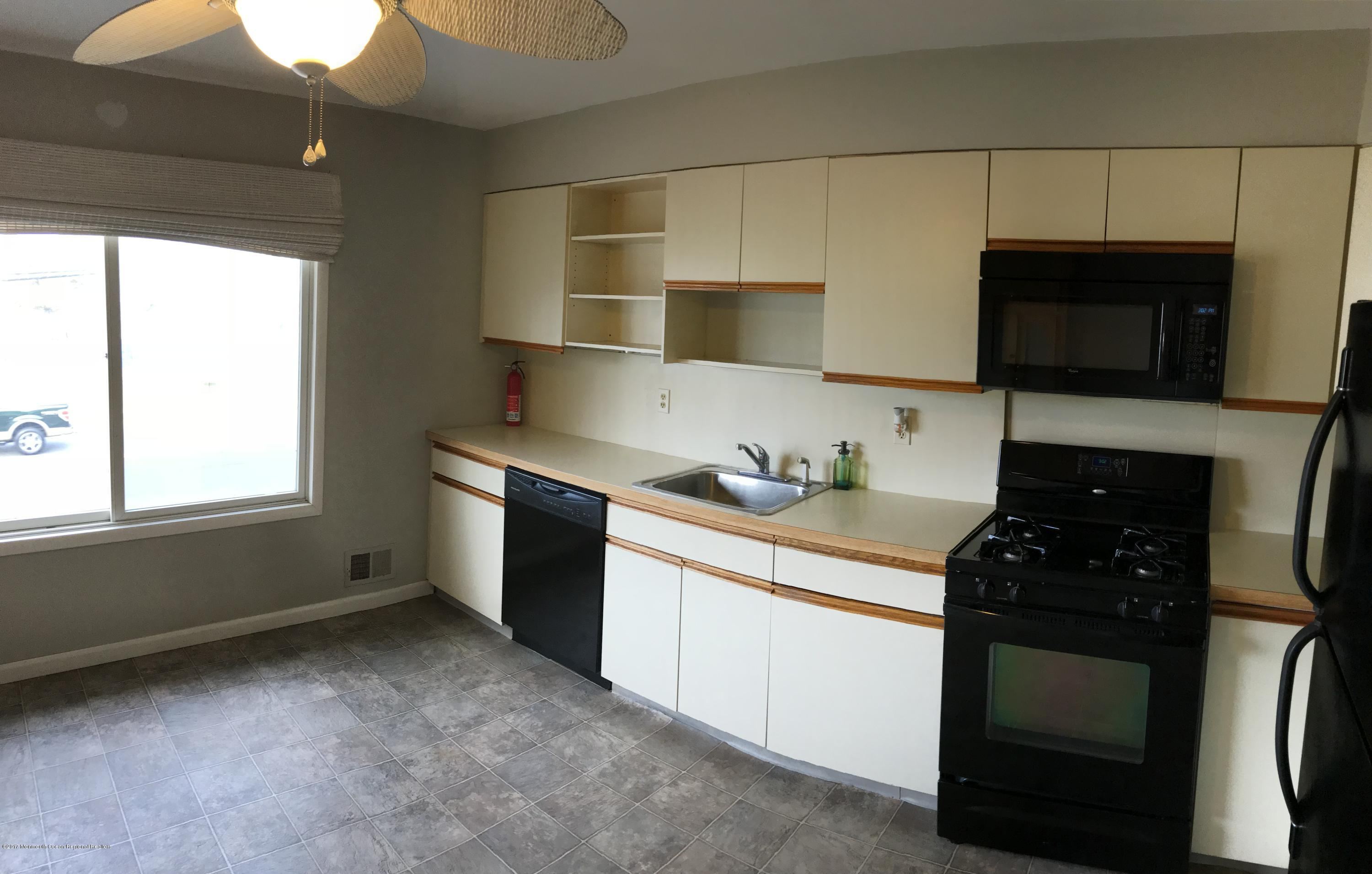 113  Strickland Boulevard - Picture 4