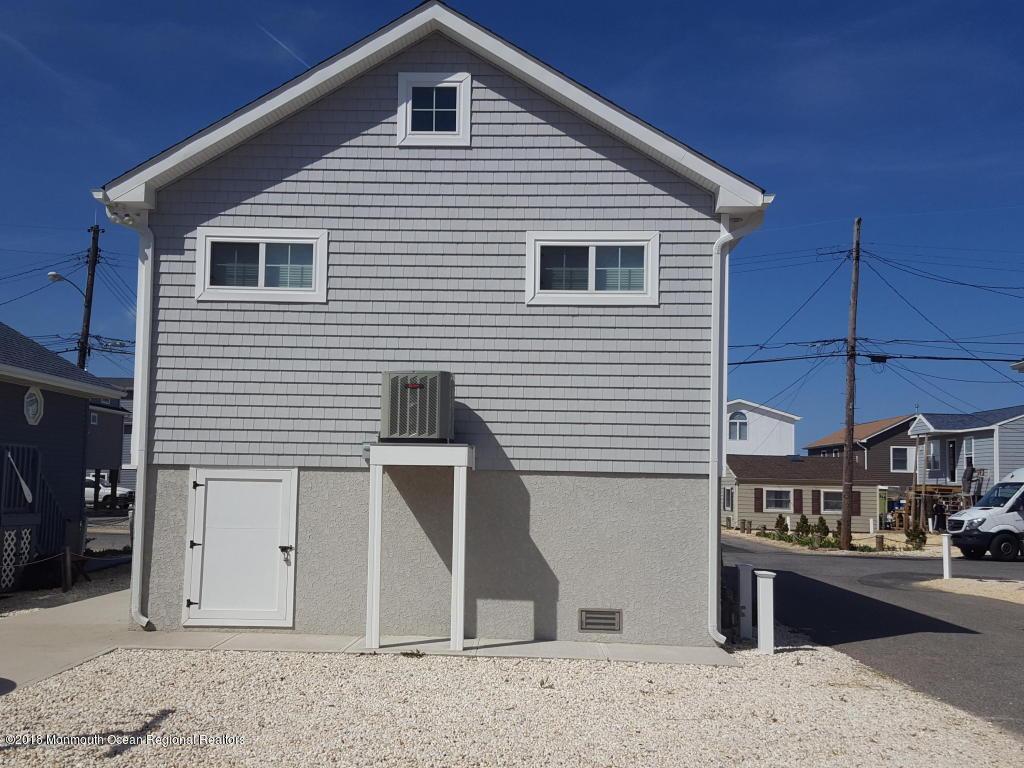 231  Harbor Drive - Picture 10