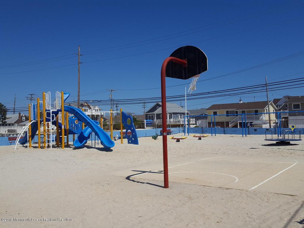231  Harbor Drive - Picture 14