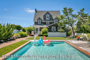 942 Barnegat Lane, Mantoloking, NJ 08738