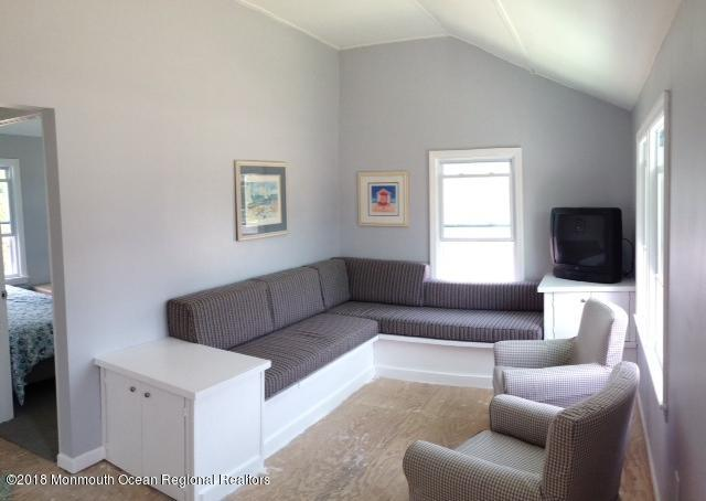 115  Ortley Avenue - Picture 4