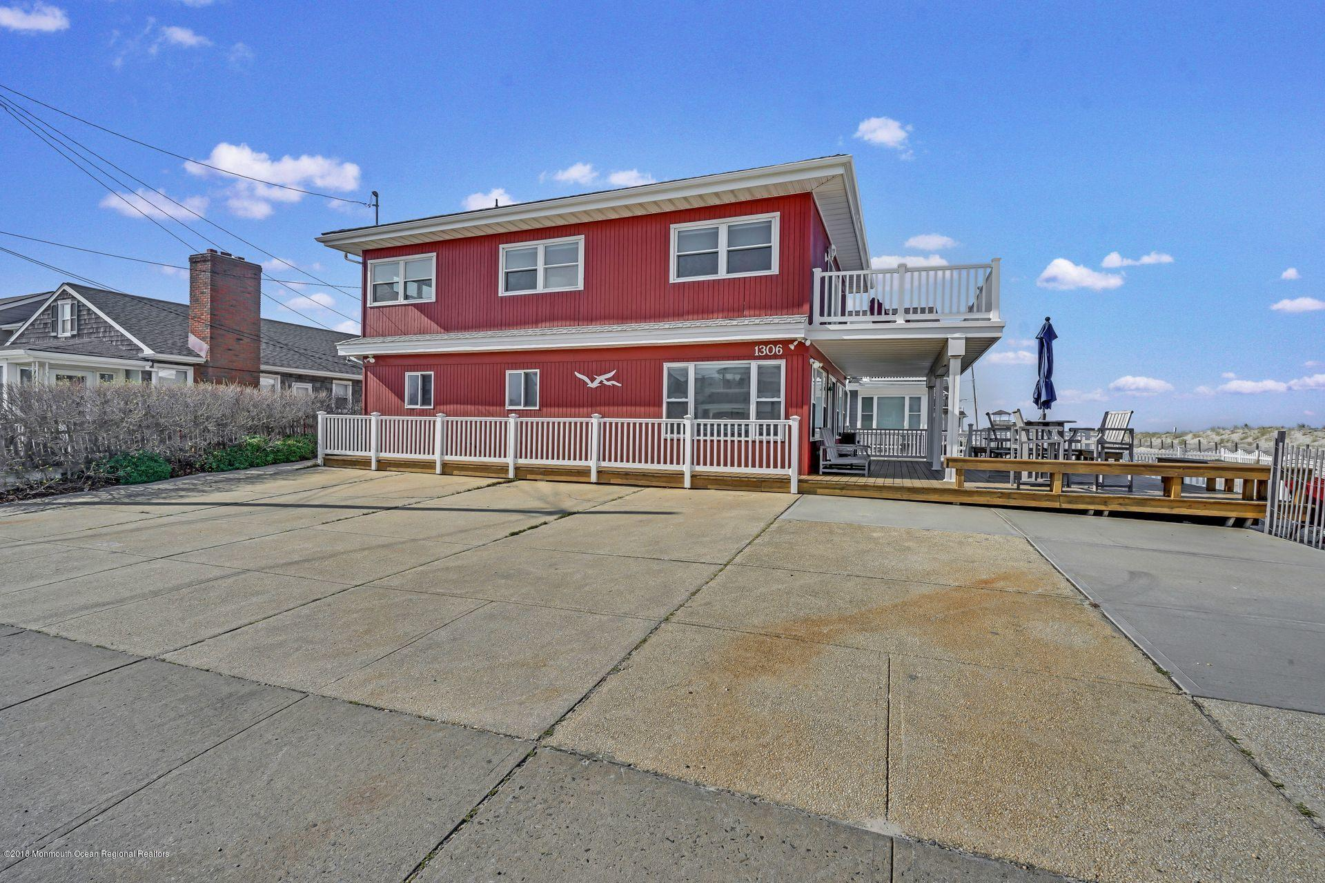 1306  Oceanfront  - Picture 3