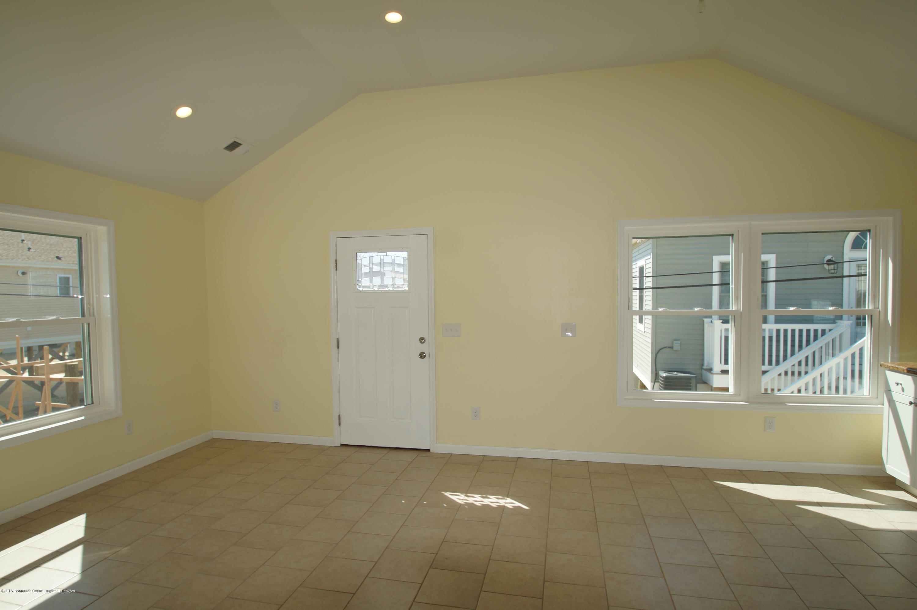 121 W Bay View Drive - Picture 4