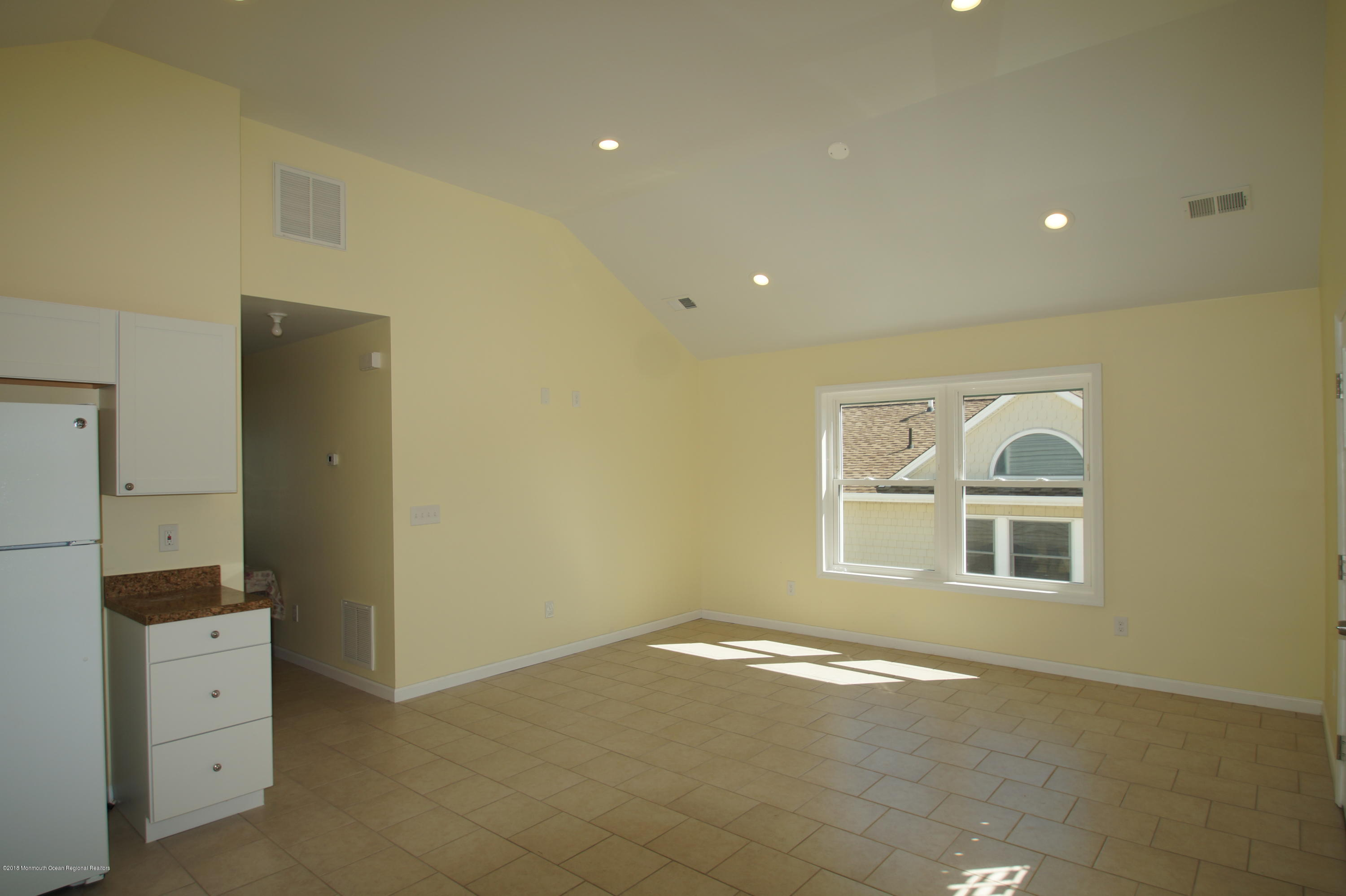 121 W Bay View Drive - Picture 9