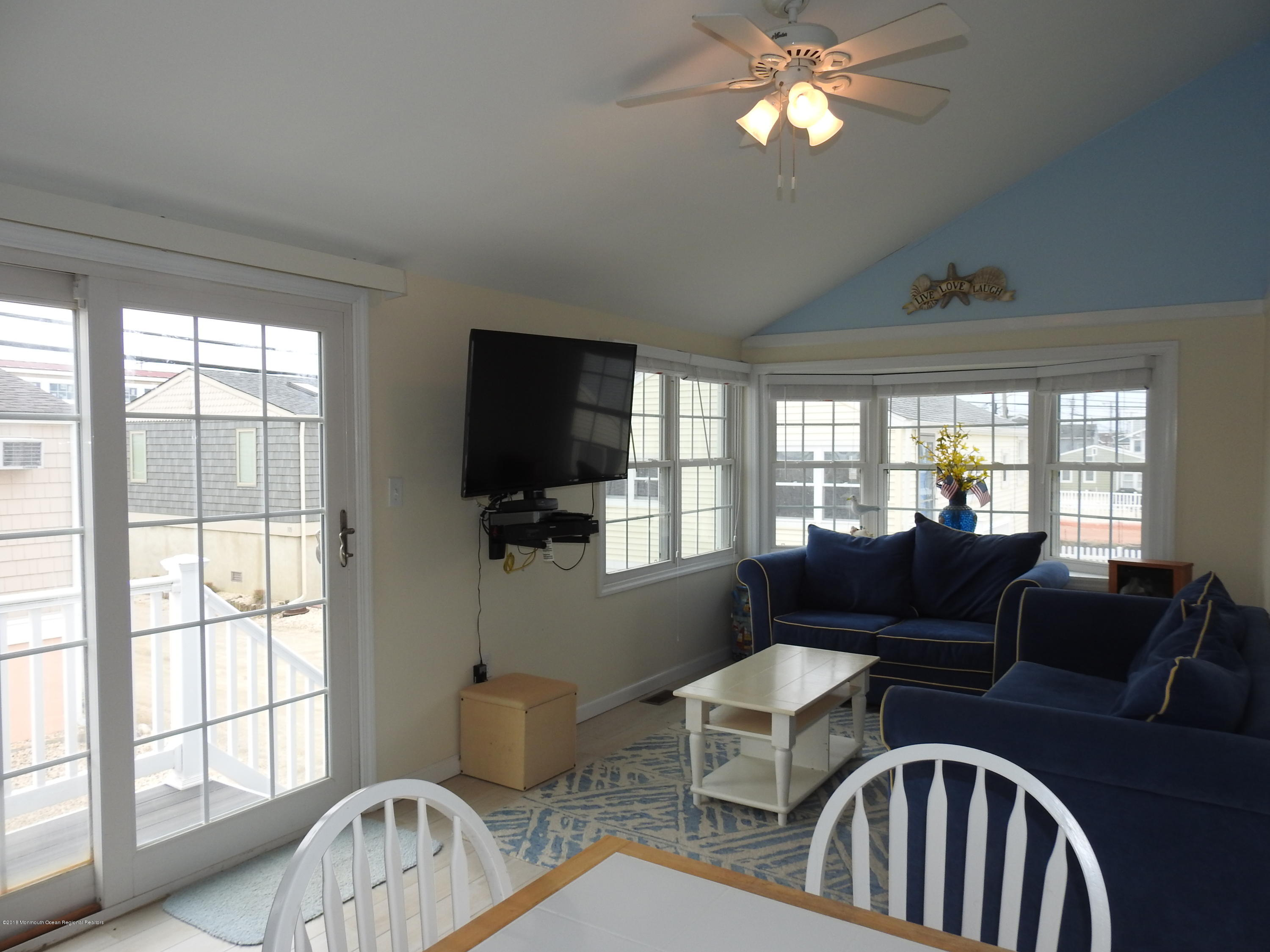 110 W Dolphin Way - Picture 3