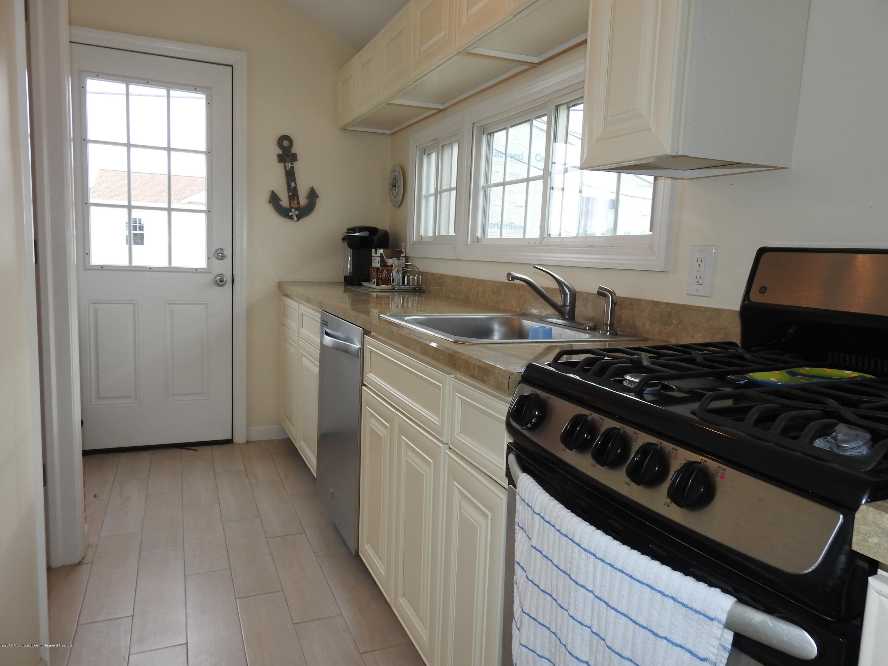 110 W Dolphin Way - Picture 6