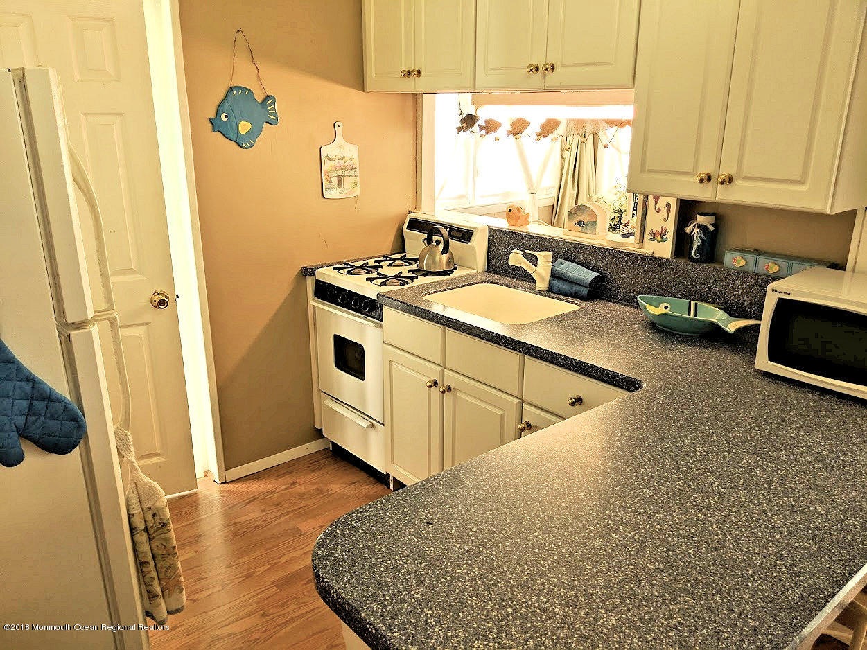 13 E Bayberry Way - Picture 5
