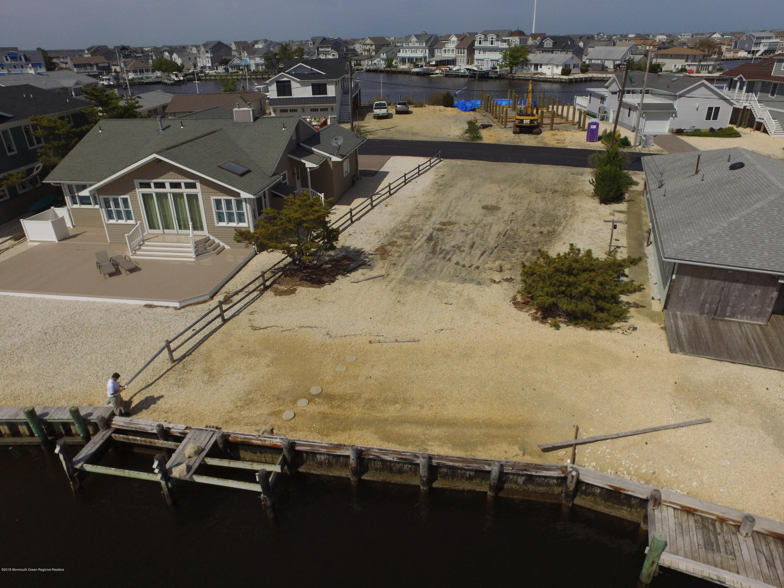 333 W Bayview Drive - Picture 3