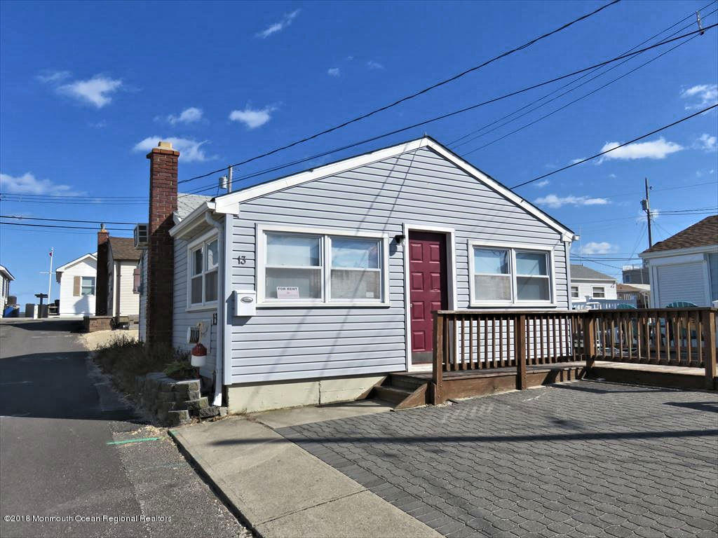 13 E Bayberry Way - Picture 1