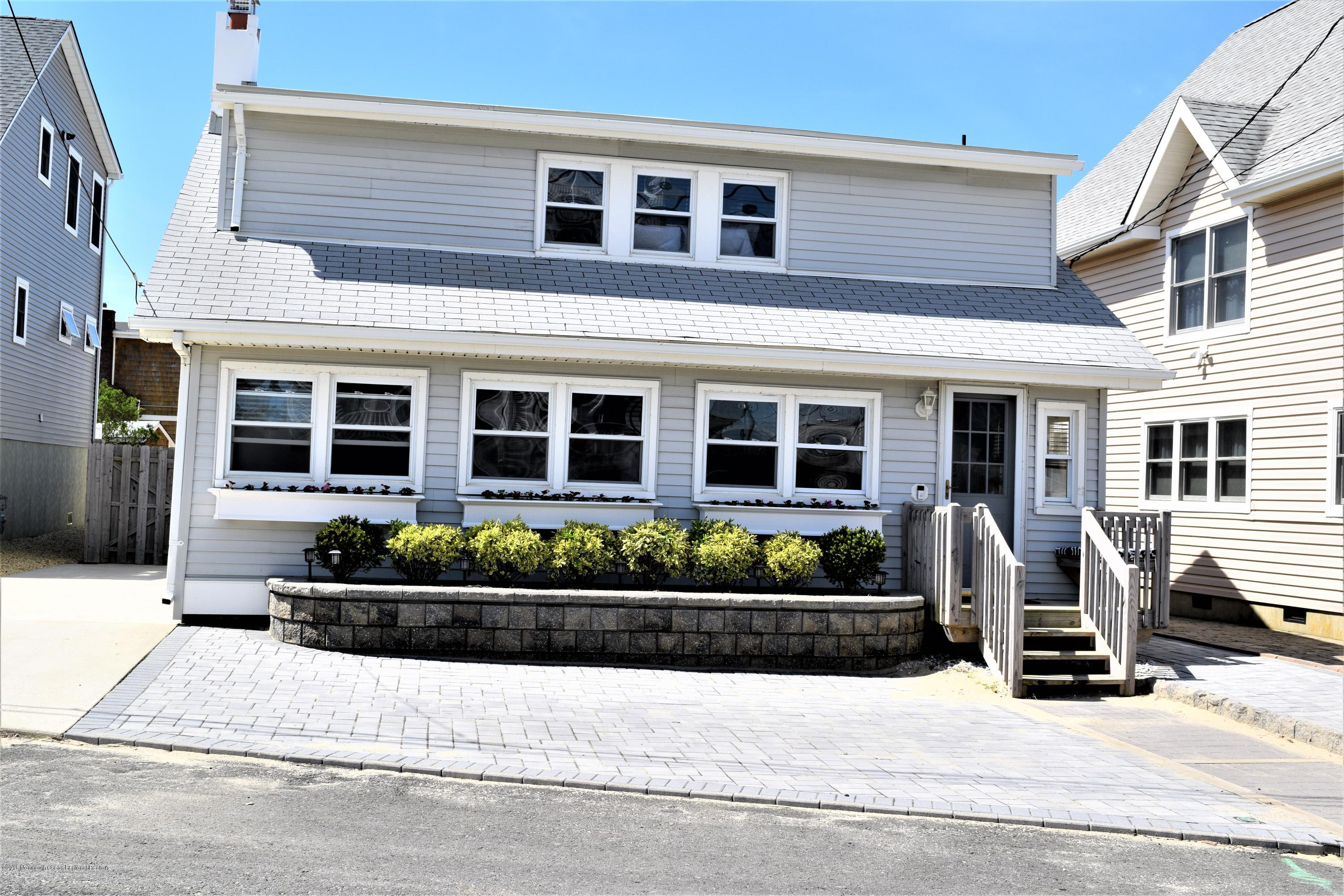 Photo of 110 Georgian Drive, Mantoloking, NJ 08738