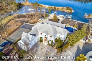 BEAUTIFUL ESTATE THAT SITS ON 1 acre of waterfront