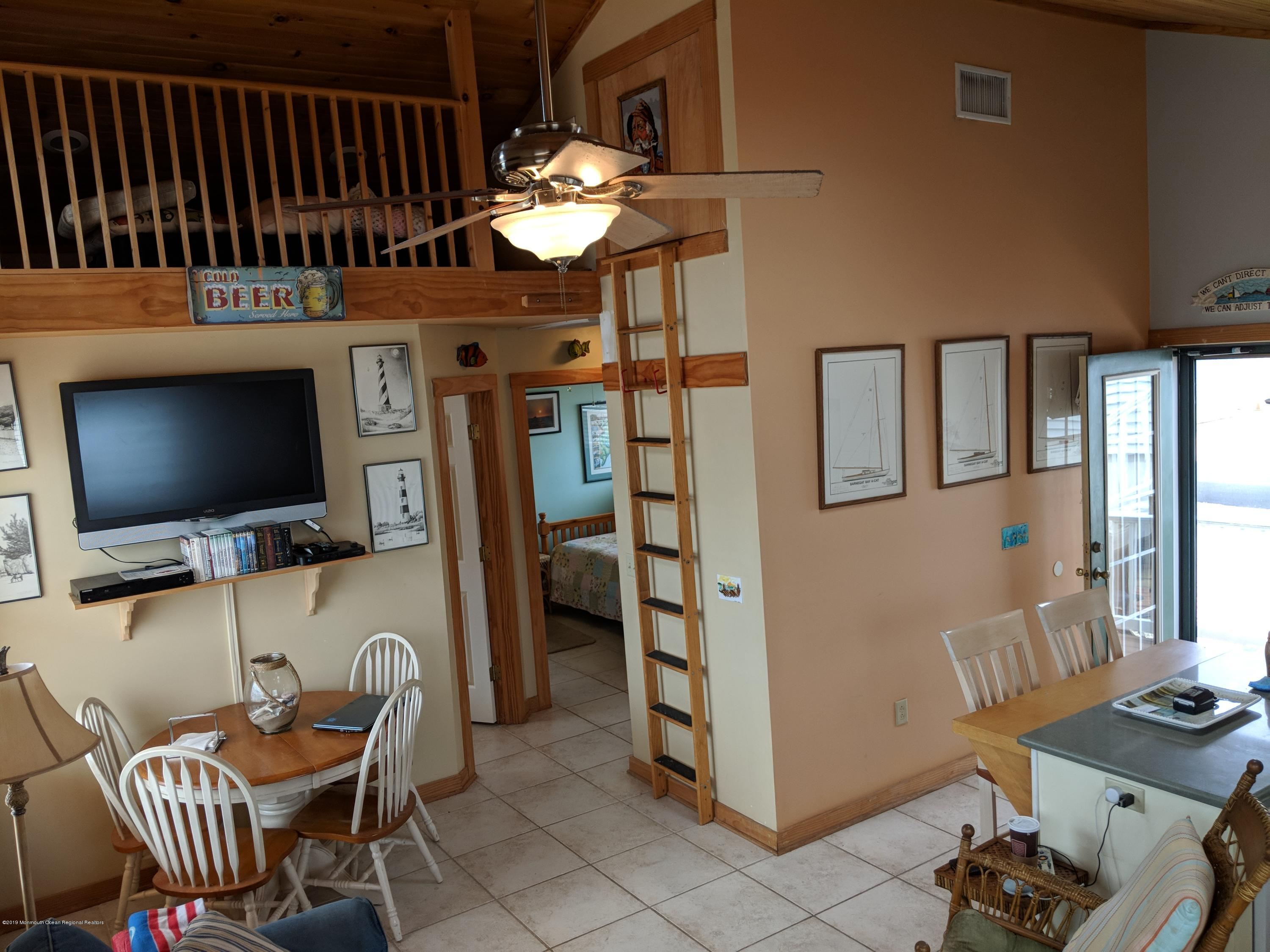 28 E Bayberry Way - Picture 4