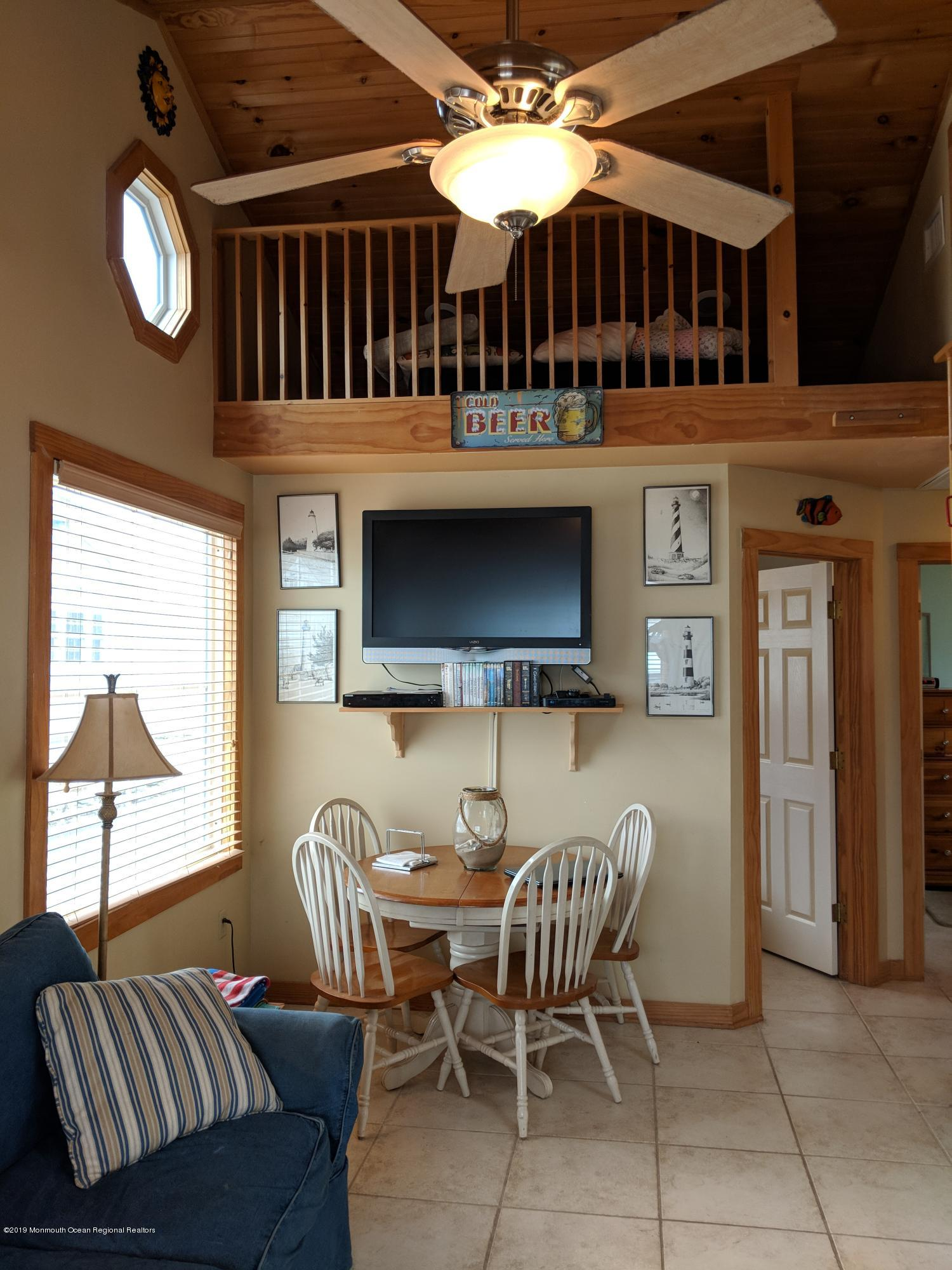 28 E Bayberry Way - Picture 6