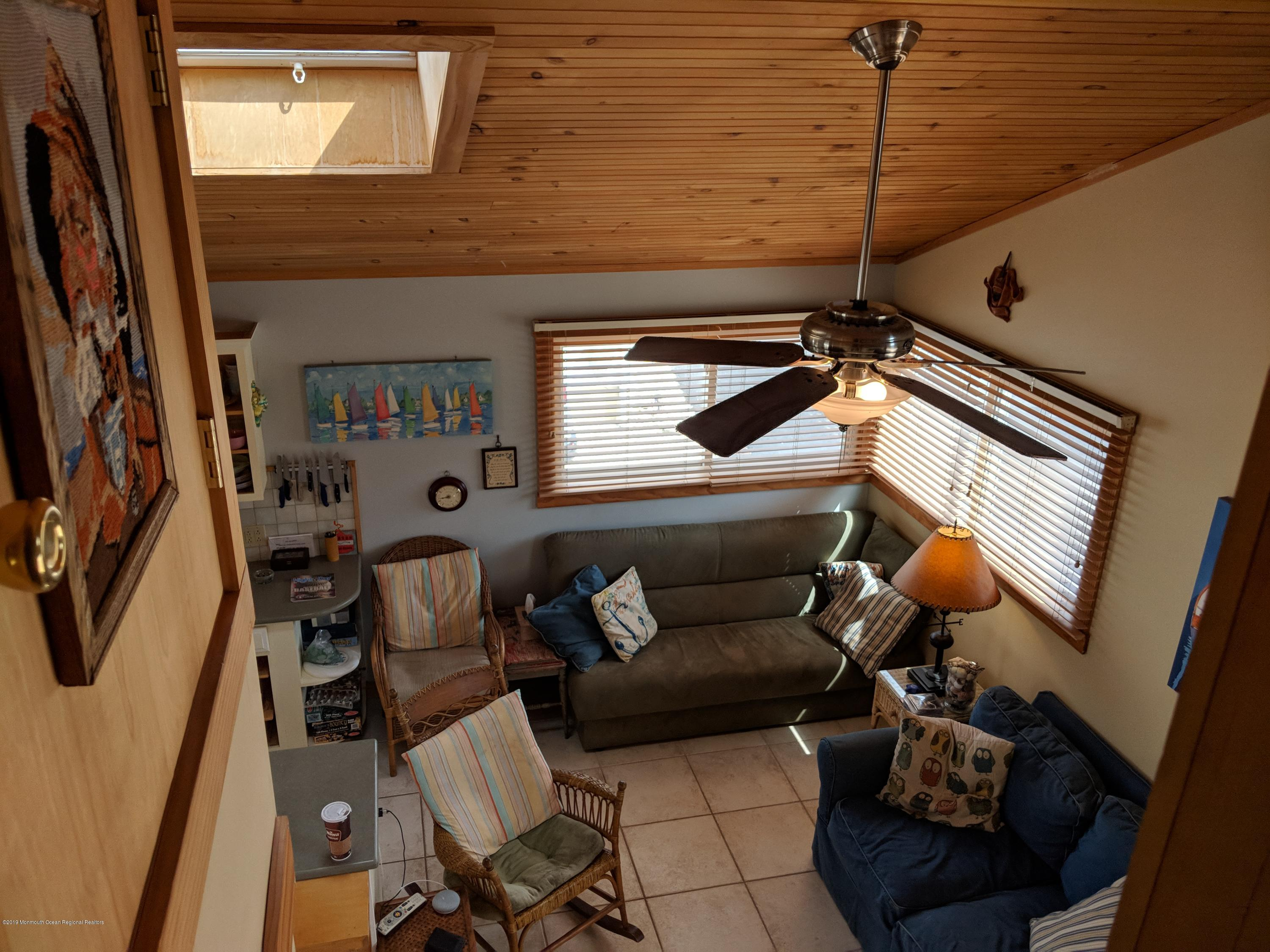 28 E Bayberry Way - Picture 7