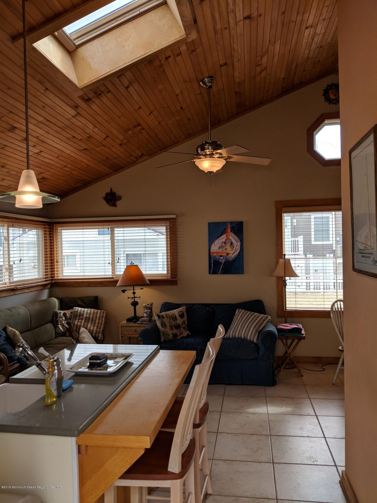 28 E Bayberry Way - Picture 3