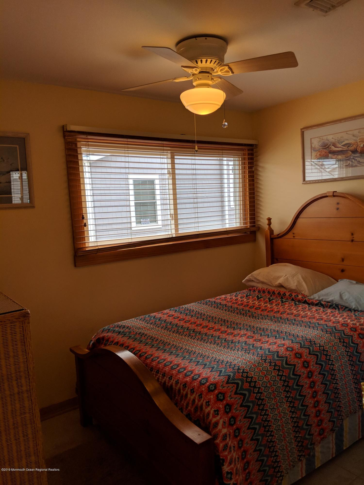 28 E Bayberry Way - Picture 9