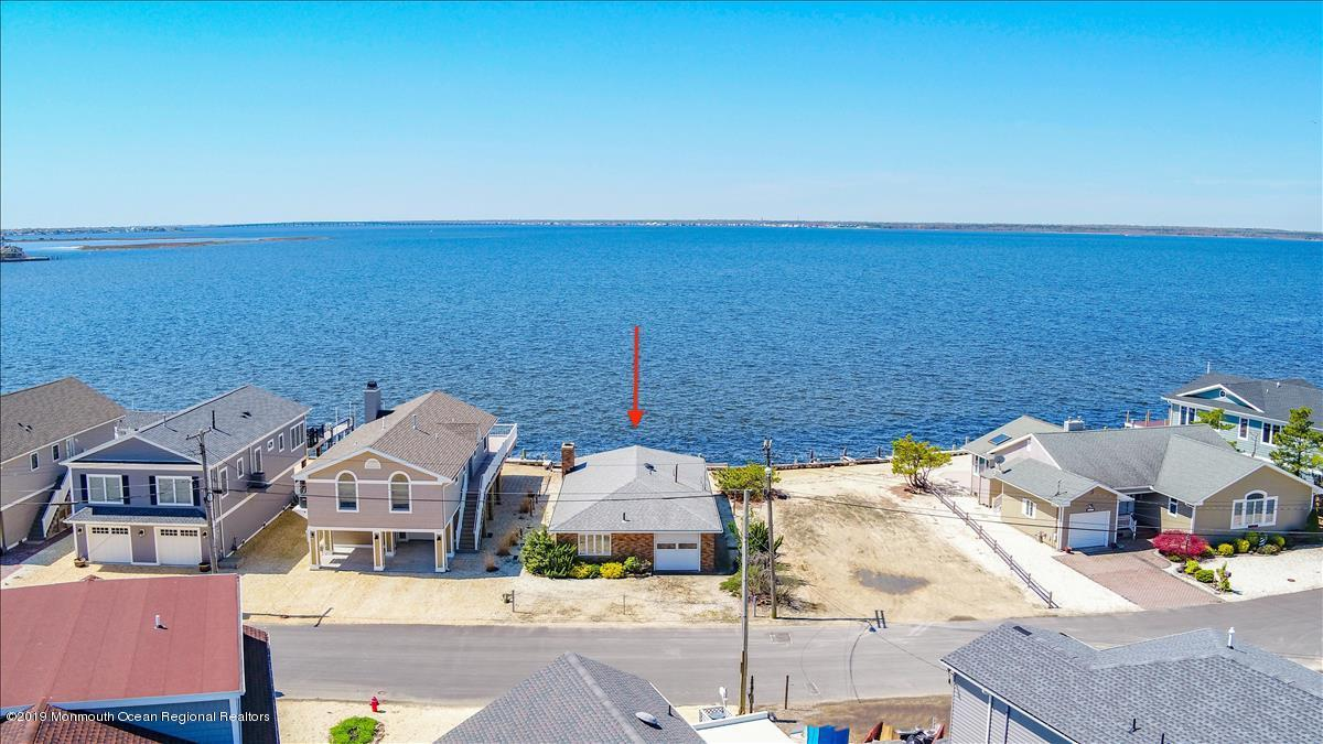 Photo of 331 W Bayview Drive, Lavallette, NJ 08735