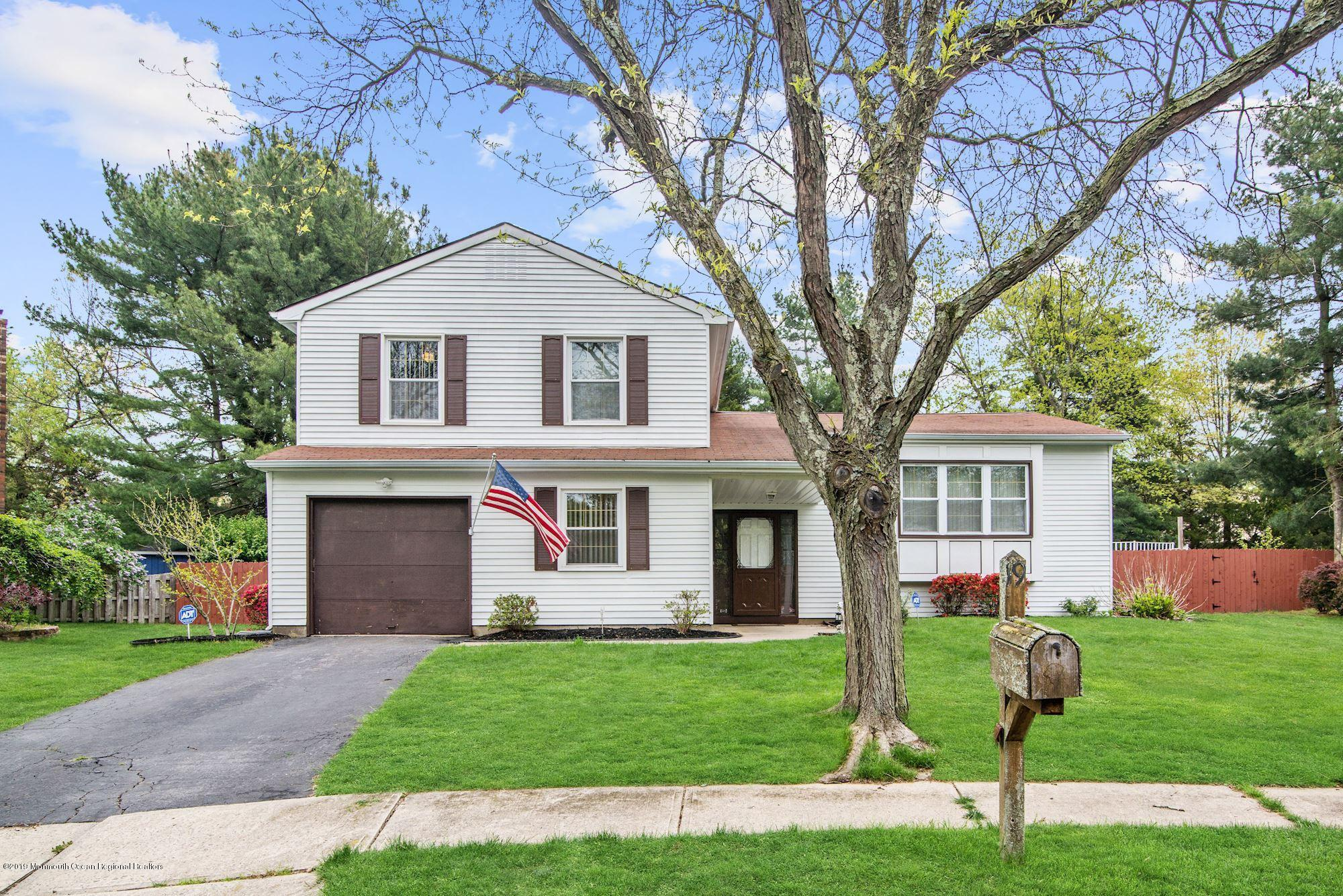 19 Hearth Court Howell NJ 07731