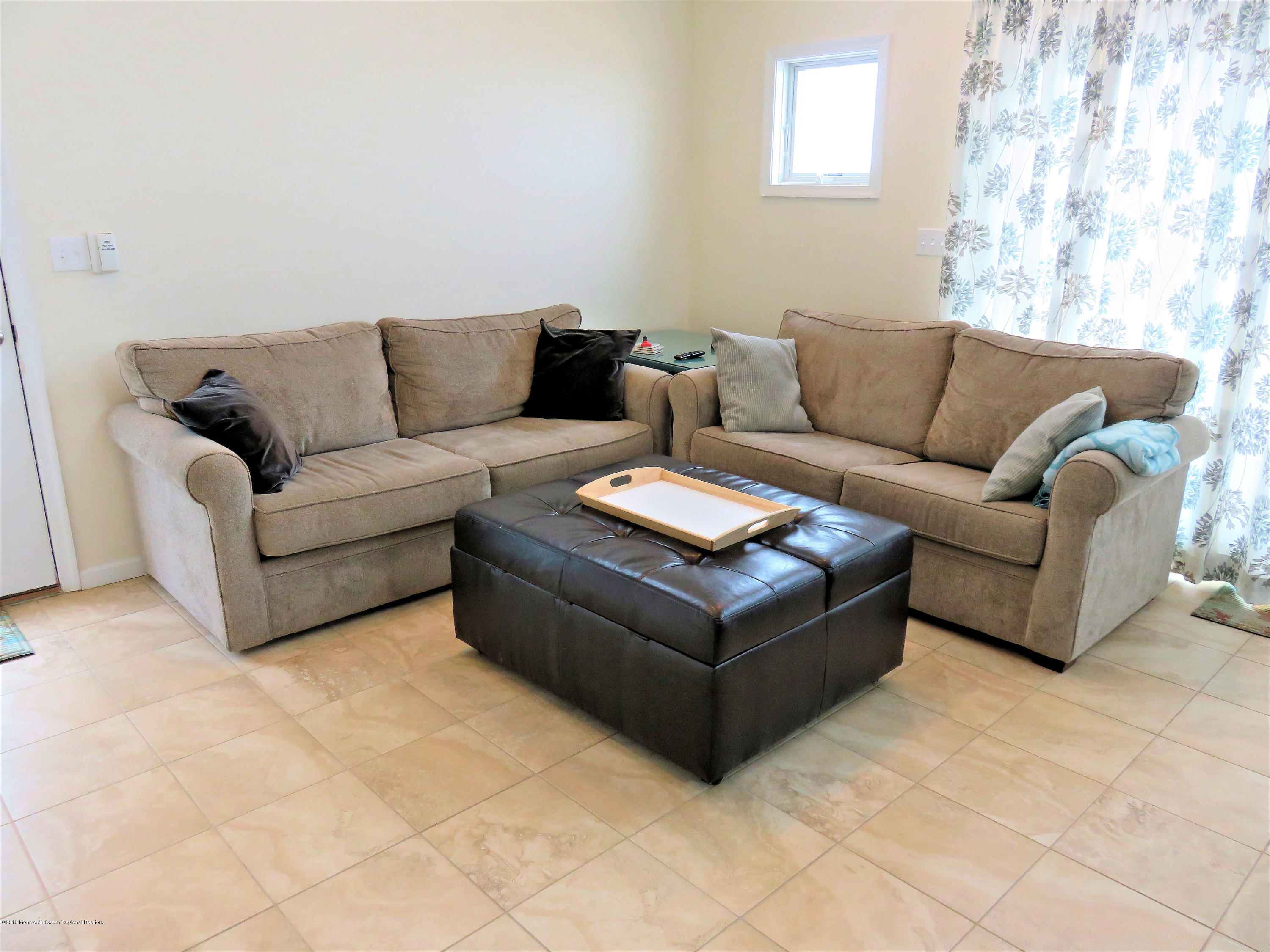 3254  Seaview Road - Picture 3