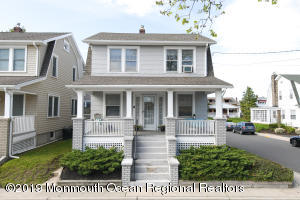 CHARMING SEASHORE COLONIAL JUST WAITING TO BE RESTORED TO ITS ORIGINAL BEAUTY!