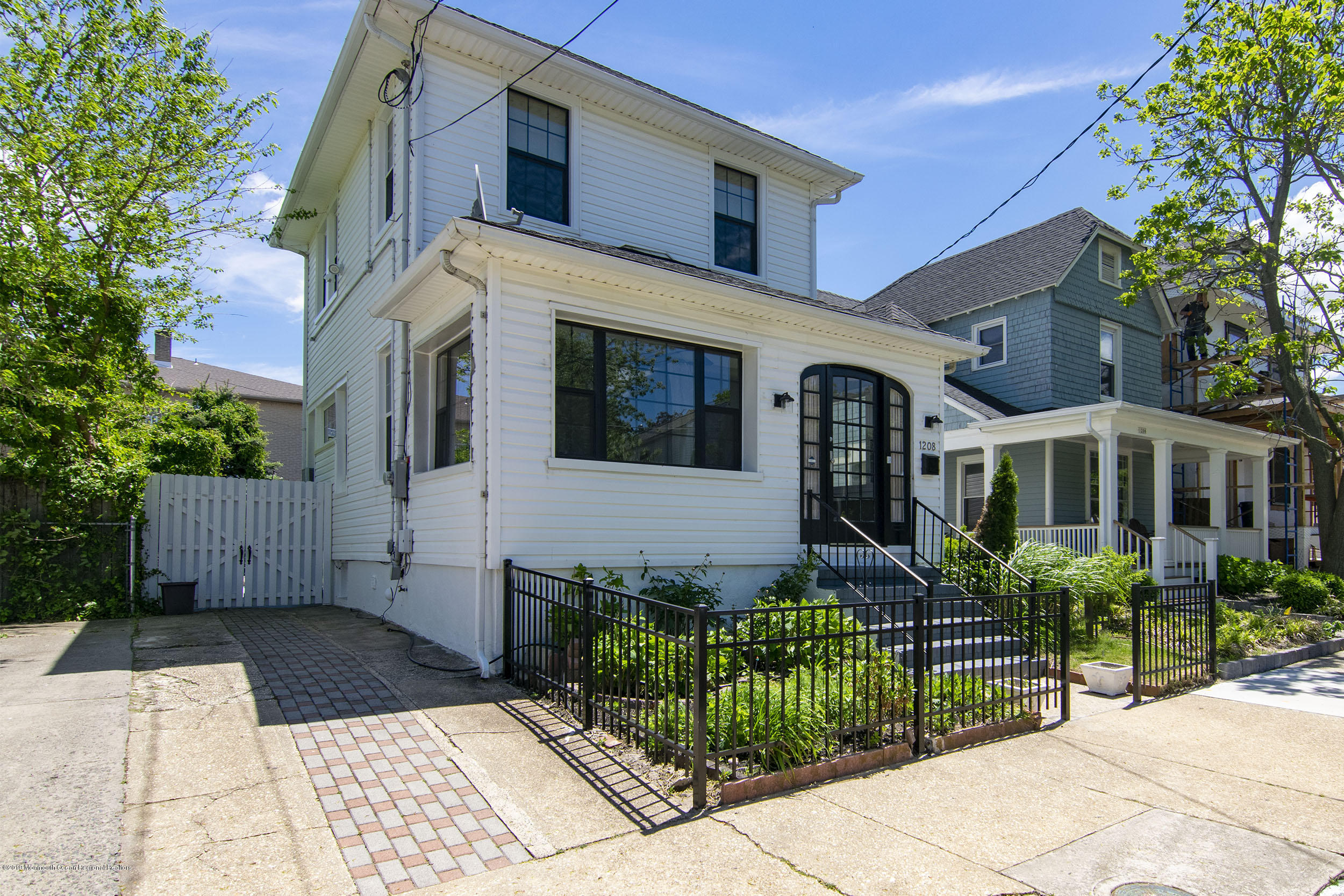 3BR, 2Ba just three blocks to the beach and under one mile to the restaurants on Cookman Ave. Small private fenced yard with patio. Two-car driveway! Updated kitchen and bath. Hardwood floors throughout. This move-in ready home is waiting for you!
