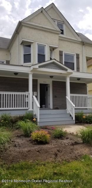 Tastefuly fully gut renovated spacious apartment.. Nicely done new kitchenw granite countertops, bath and flooring.. Unit comes equipped w a washer and dryer,  Just move in and head to the beach only a few blocks away
