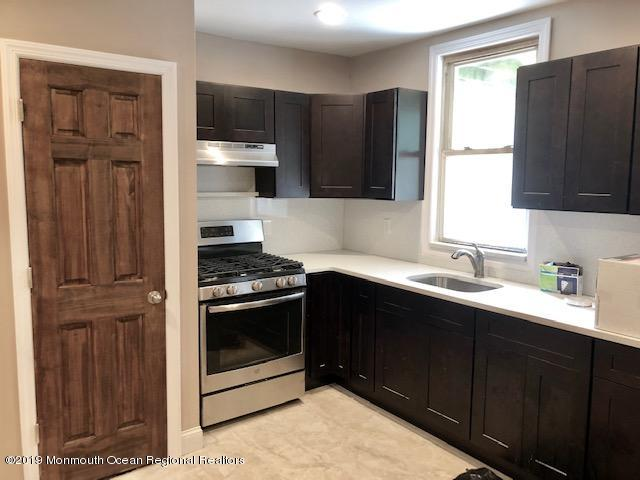 Completely tastefuuly renovated loft style spacious 2 bedroom apt.. Hardwood like floors,, recessed lights, beautifully done kitchen and bath w granite countertops and stainless appliances. Must see to appreciate..