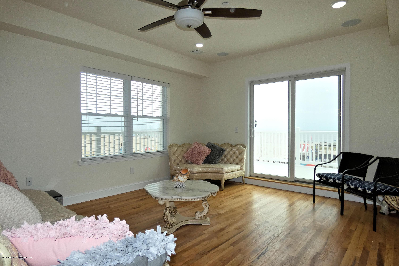 1515  Ocean Terrace - Picture 11