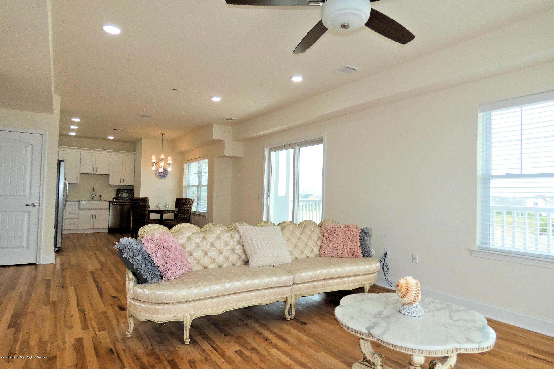 1515  Ocean Terrace - Picture 12