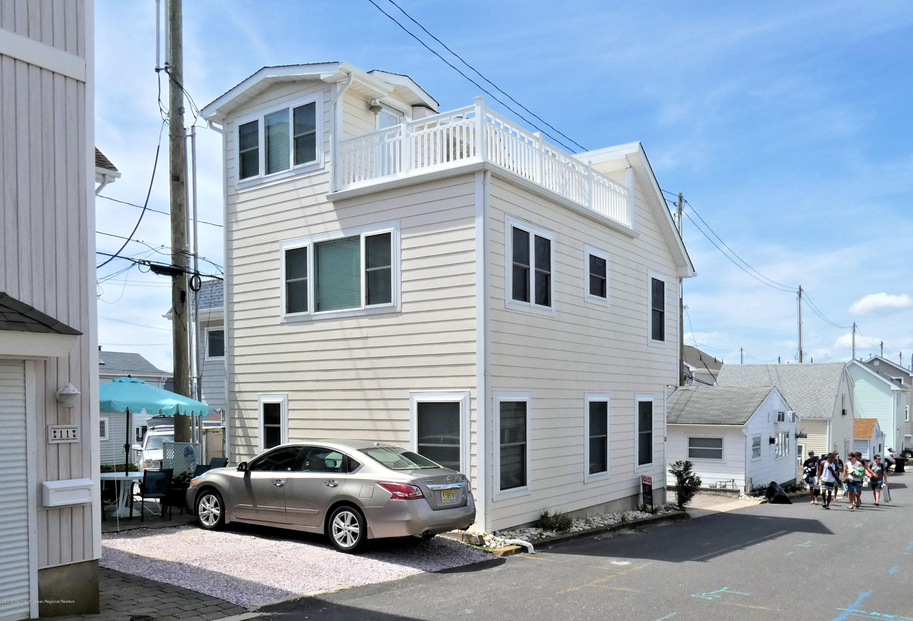 13 E Beach Way - Picture 2