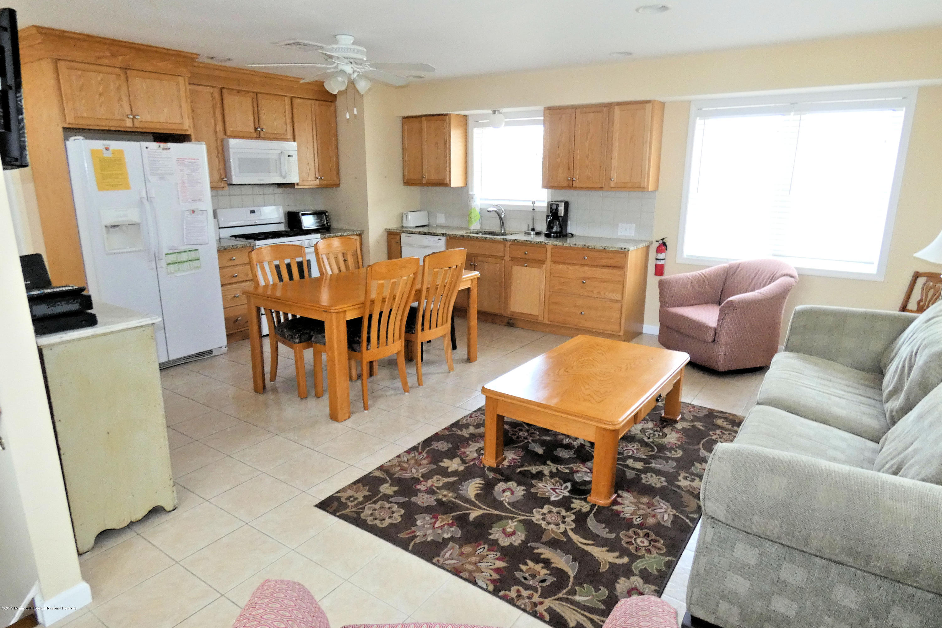 13 E Beach Way - Picture 11