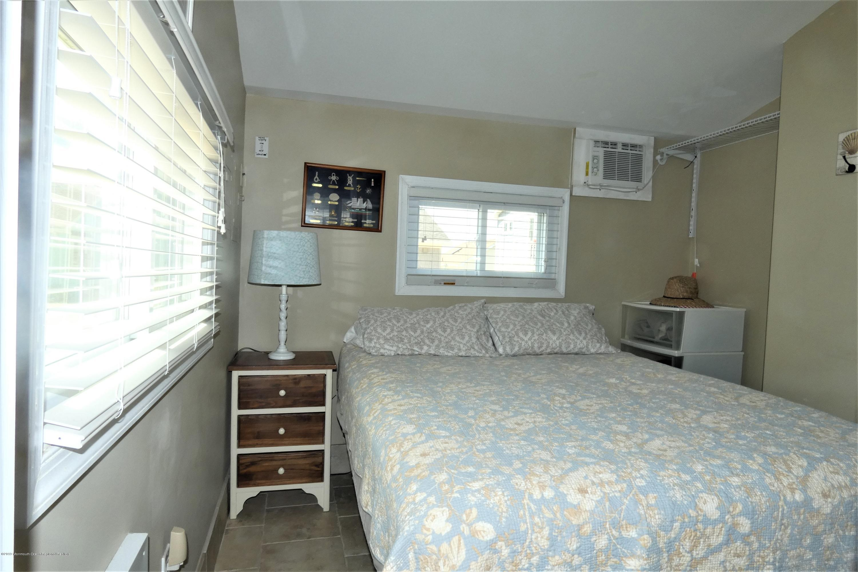 3331  Seaview Road - Picture 9