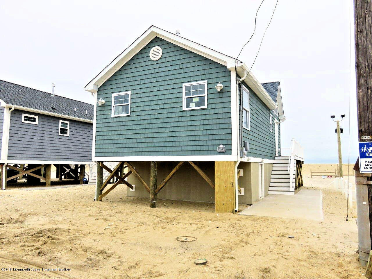 3296  Seaview Road - Picture 3