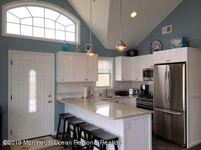 3296  Seaview Road - Picture 5