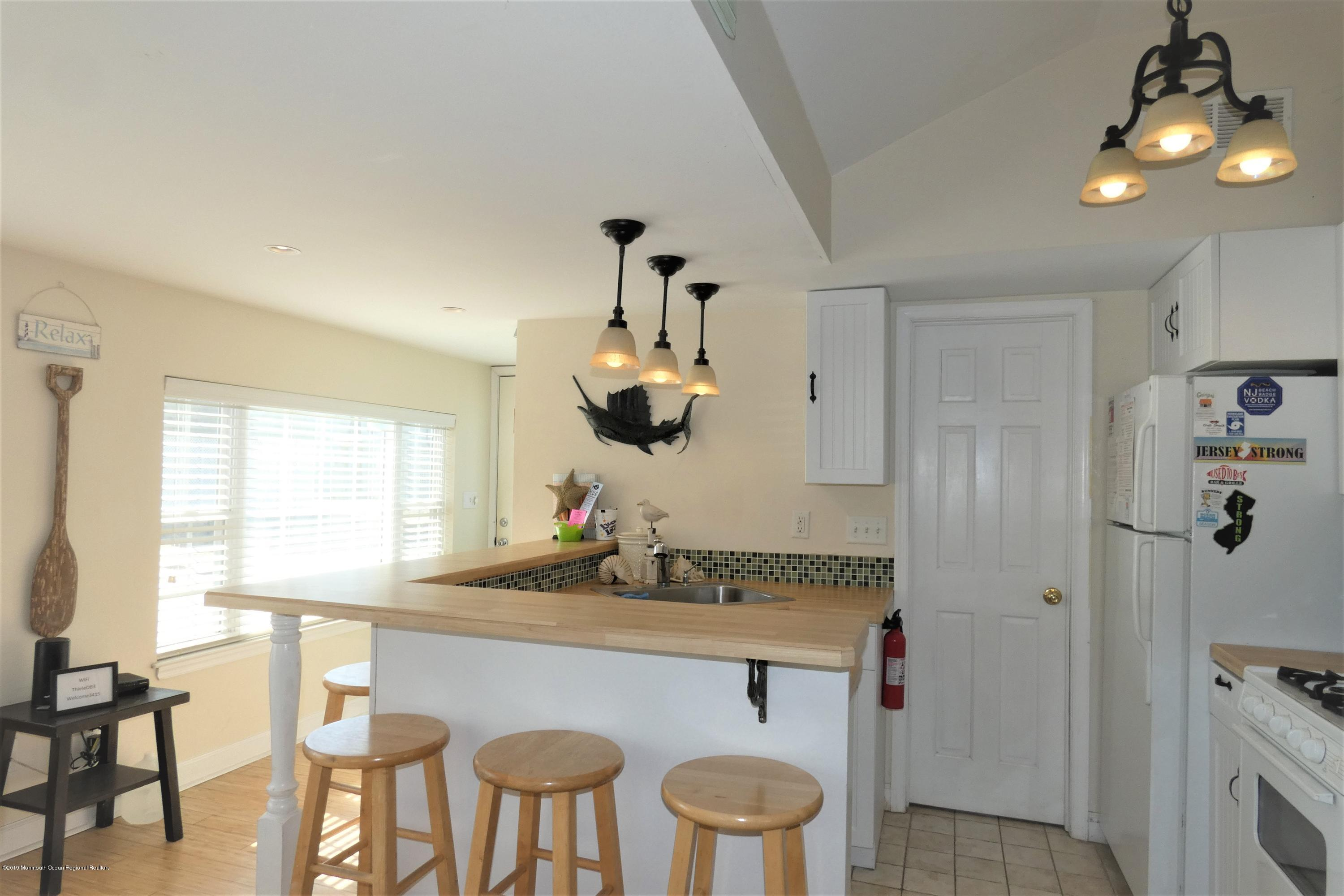3415  Seaview Road - Picture 3