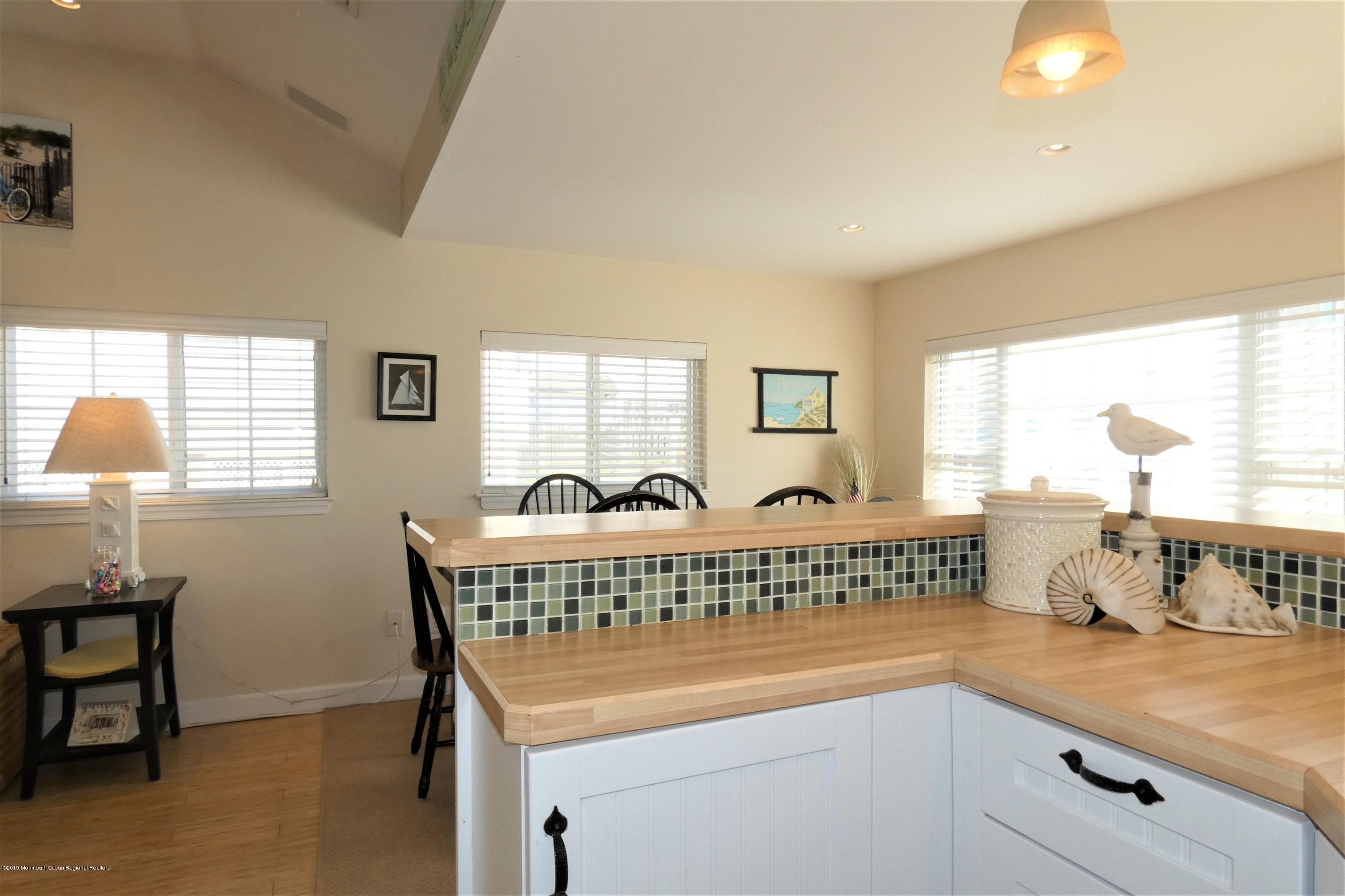3415  Seaview Road - Picture 4