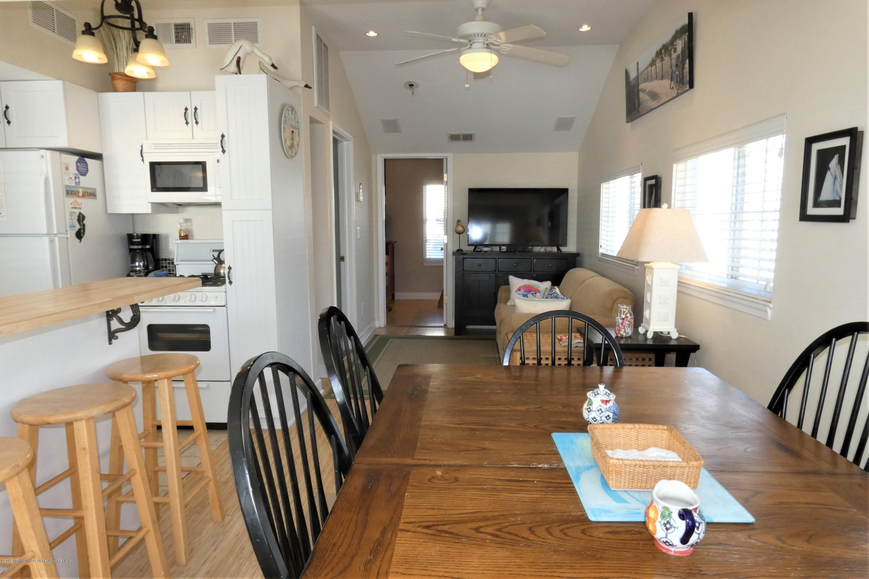 3415  Seaview Road - Picture 9