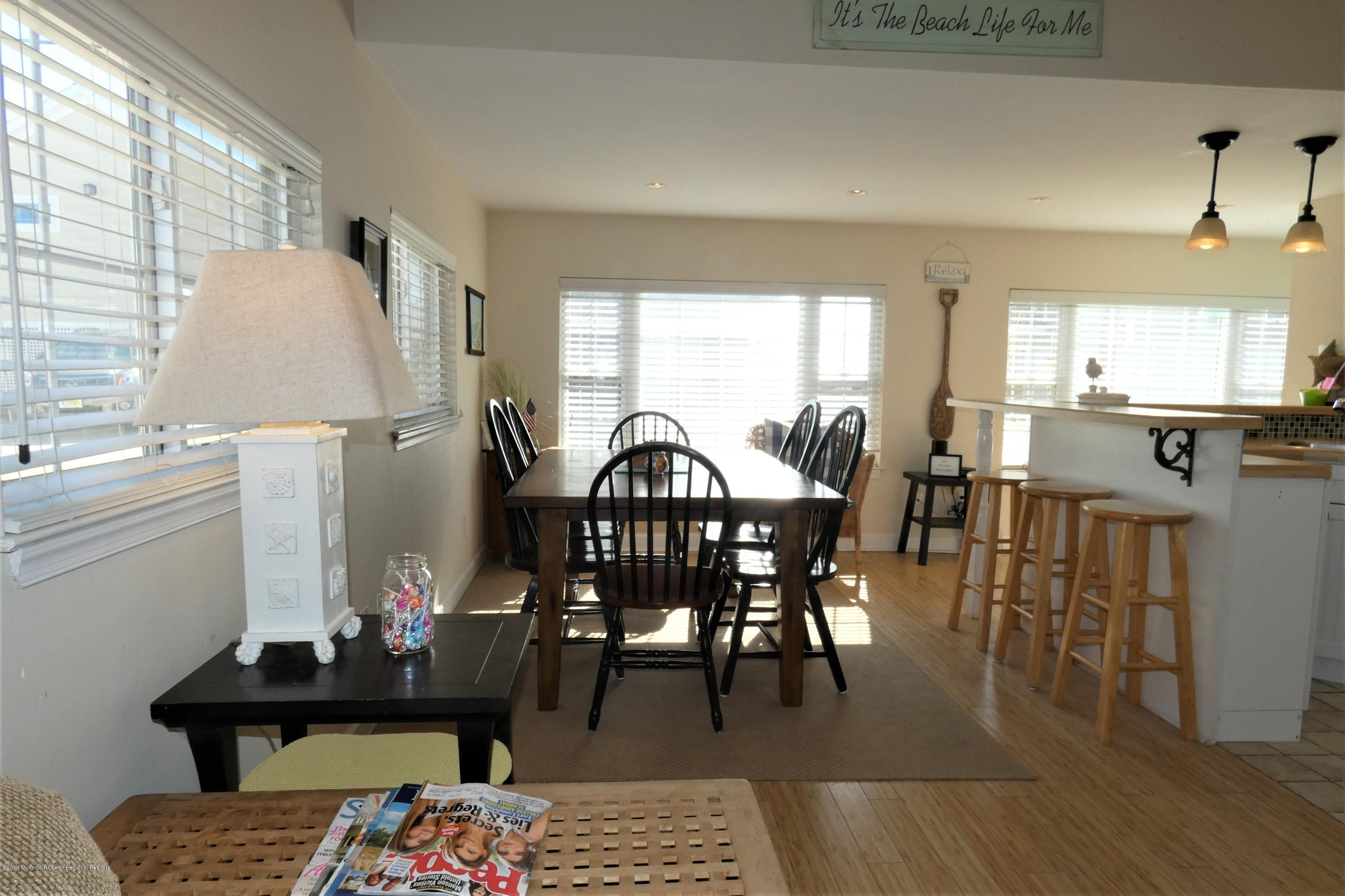 3415  Seaview Road - Picture 2