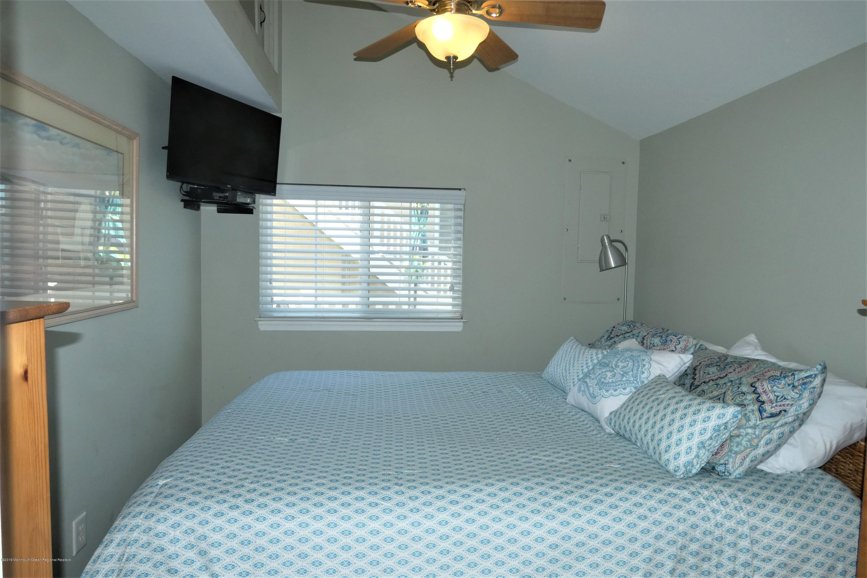 3415  Seaview Road - Picture 11