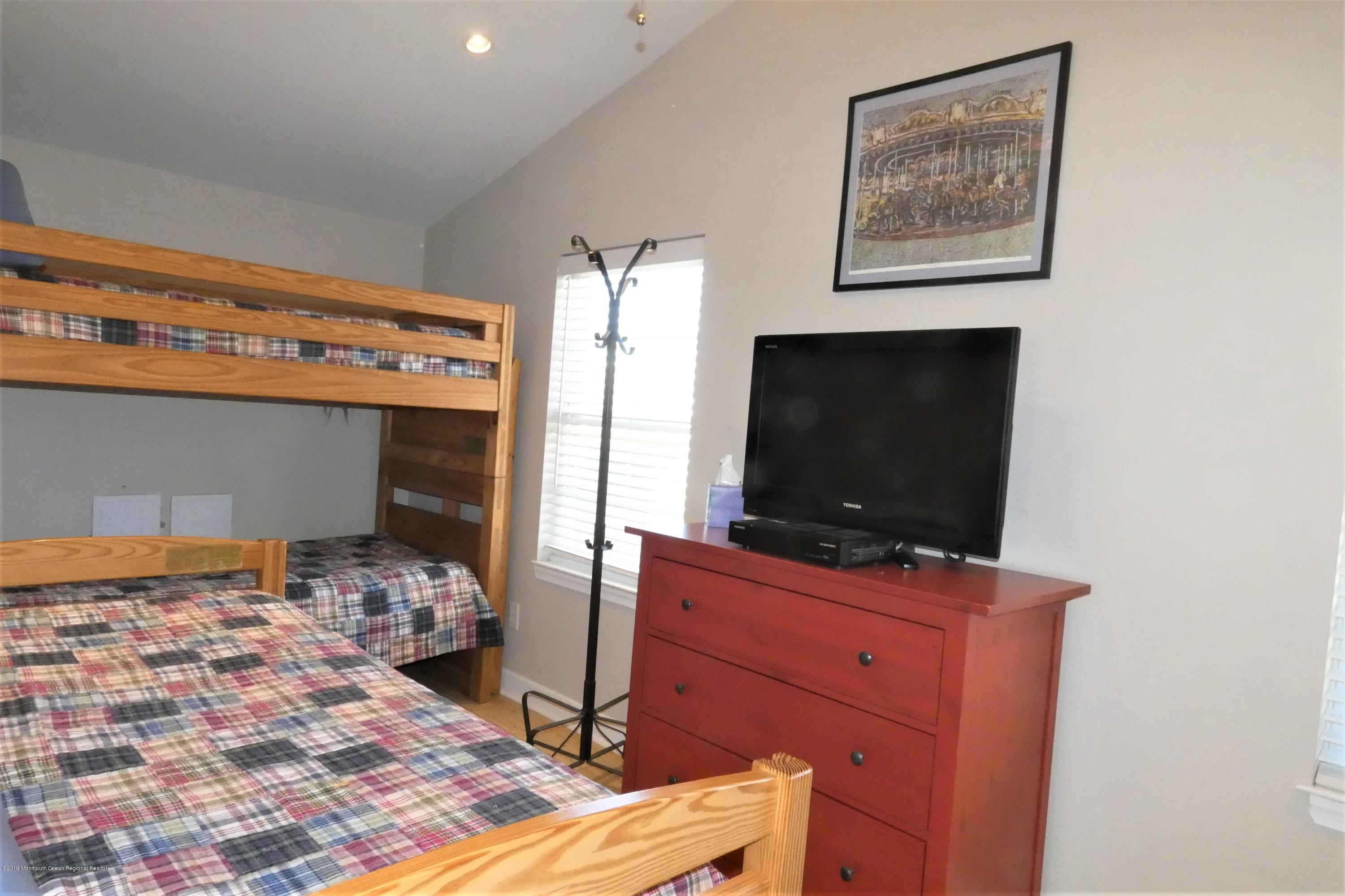 3415  Seaview Road - Picture 12