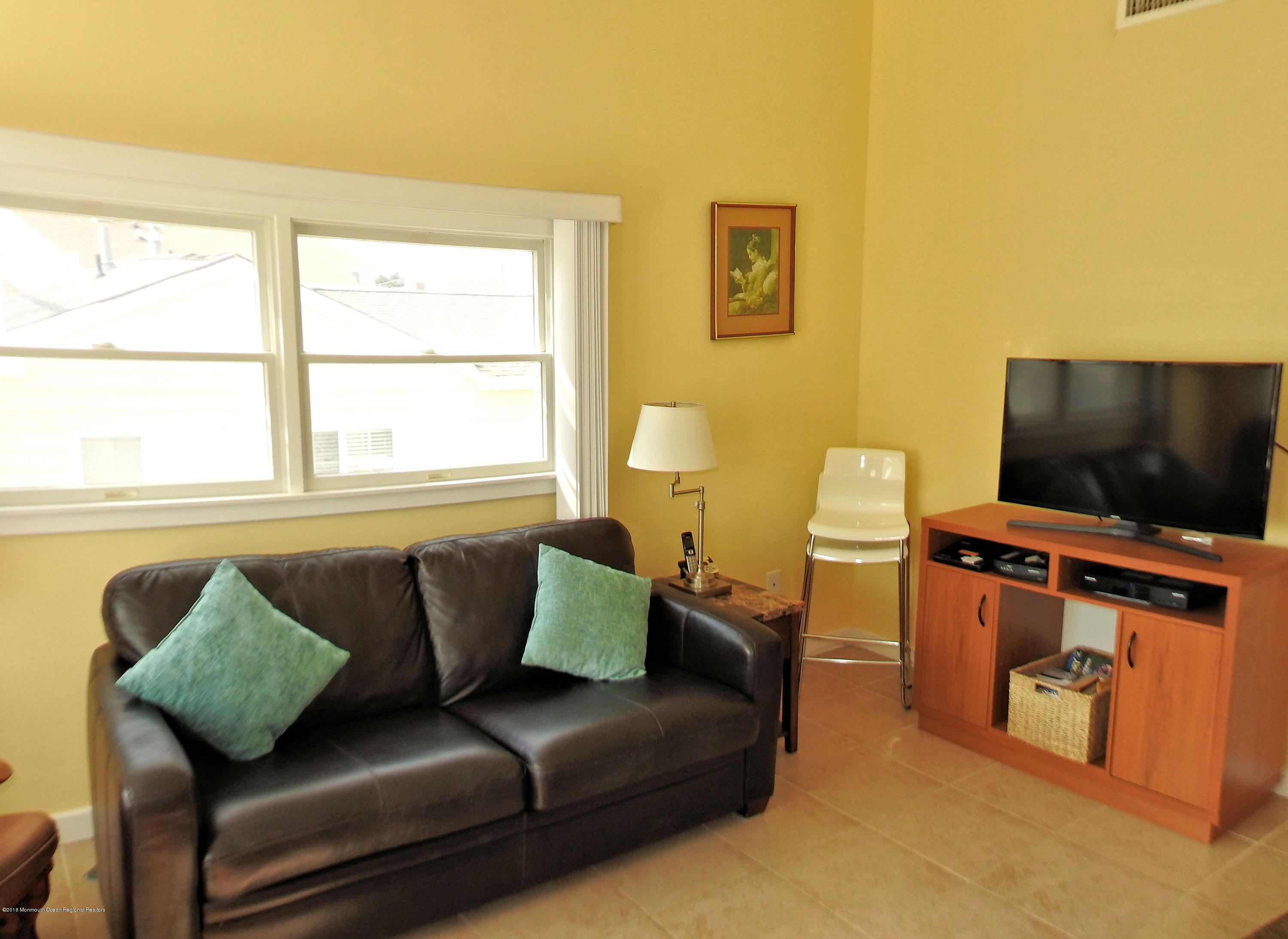 3421  Seaview Road - Picture 3